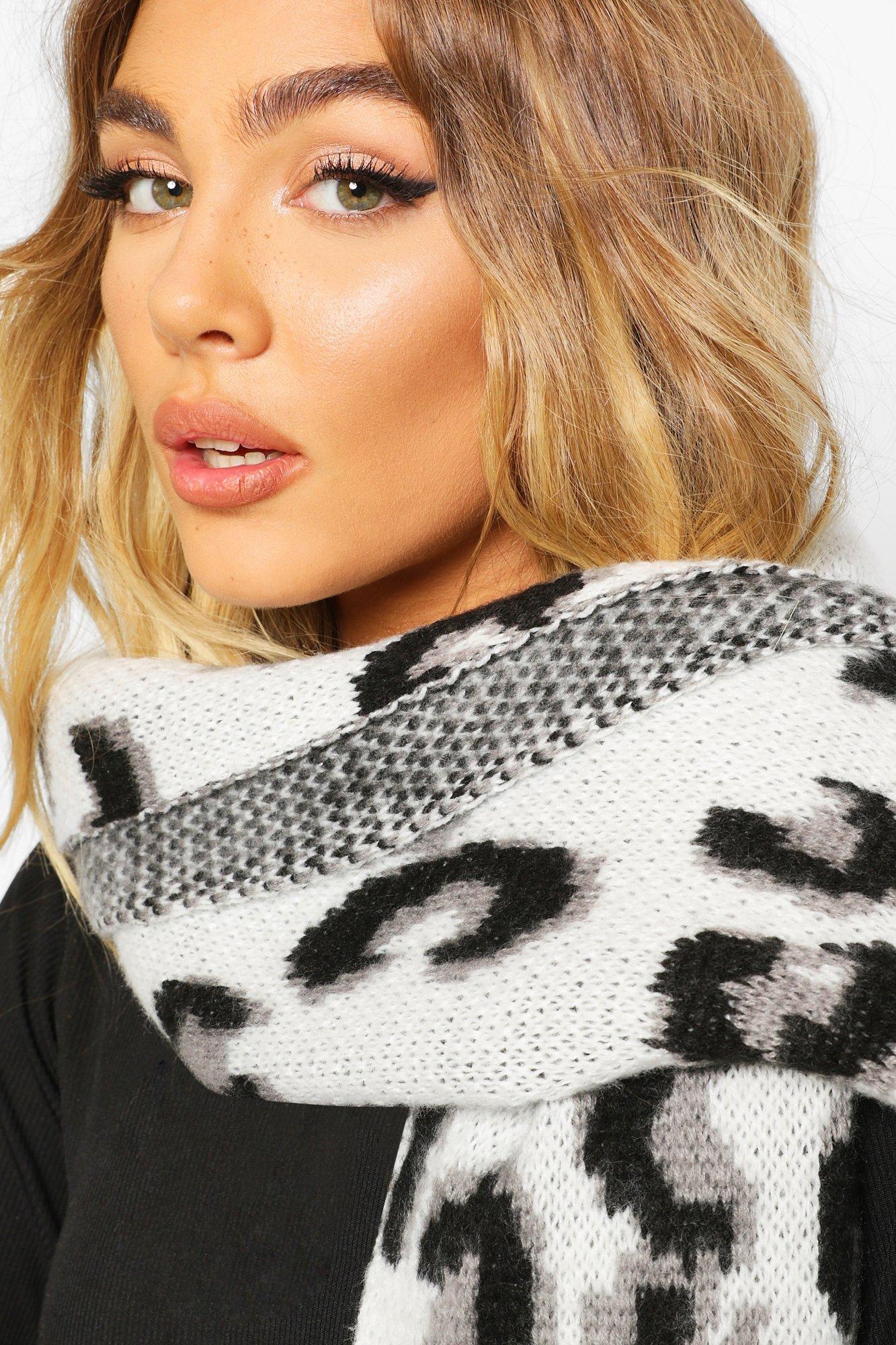 Объемный вязаный шарф из жаккарда с леопардовым принтом