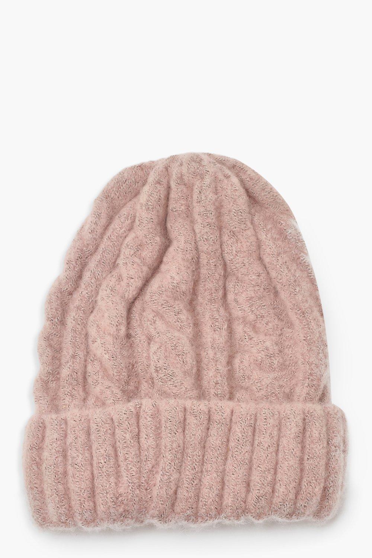 Объемная вязаная шапка из разных видов пряжи