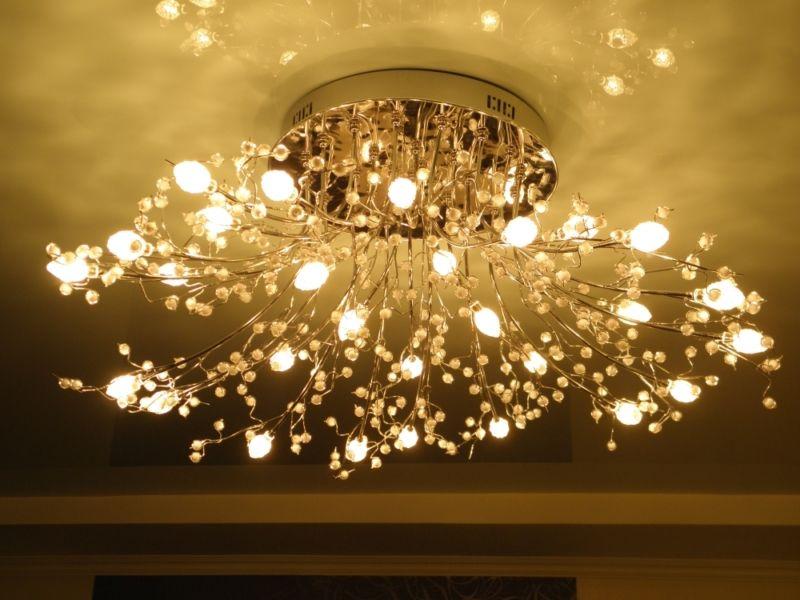 Основные разновидности люстр для гостиной и их особенности
