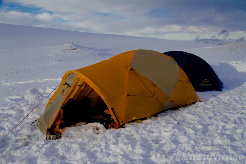 Трехместная двухслойная палатка North Face VE 25.
