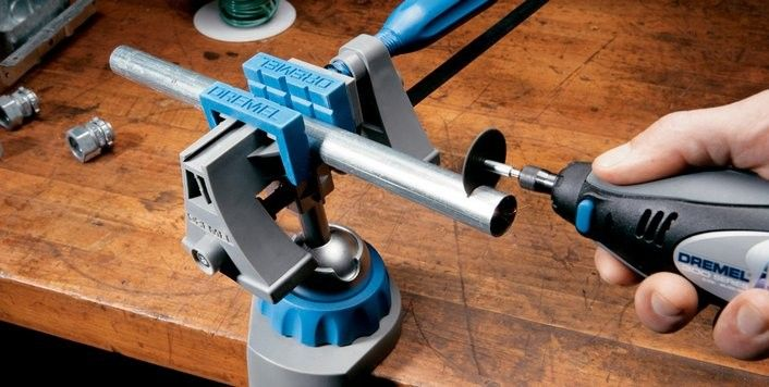 Тиски поворачиваются на 360° и наклоняются на угол до 50°. Губки могут использоваться самостоятельно, как независимая струбцина, или в составе полного блока.