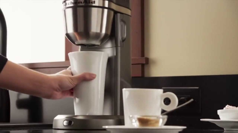 KitchenAid 5KCM0402 – лучшая капельная кофеварка с капучинатором