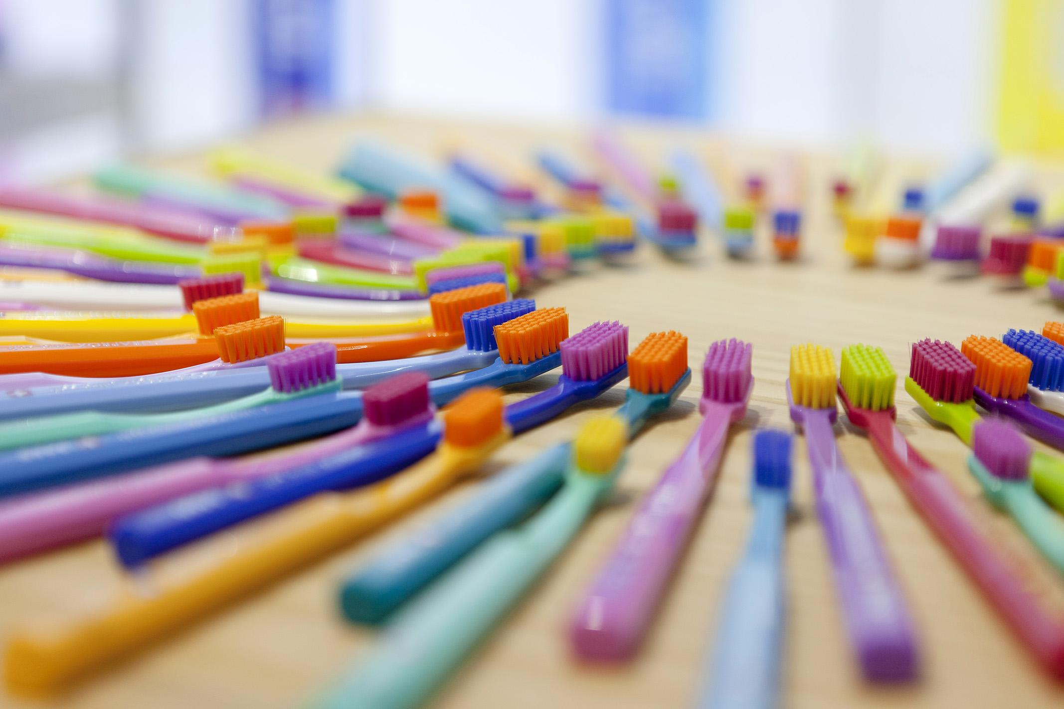 5 зубных щеток: как выбрать, характеристики, плюсы и минусы